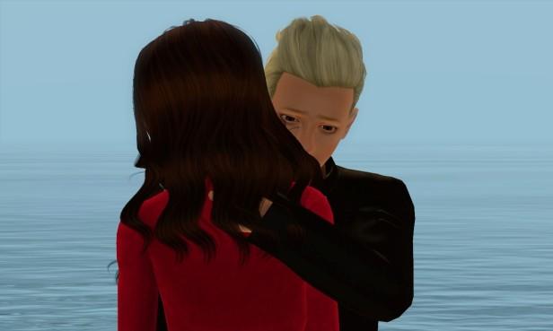 Robin Holding Alina on Beach 11 (Medium)